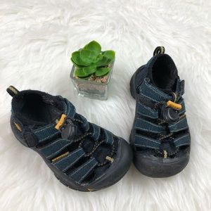 Keen kids/youth water sandals size 8